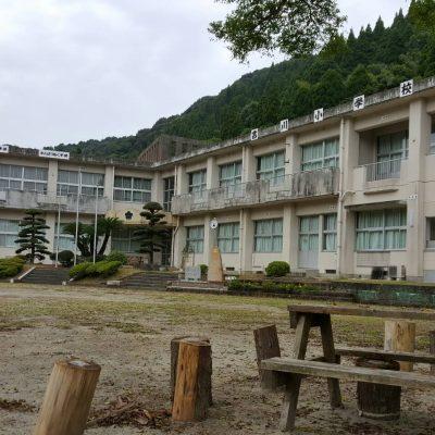古い記事: 閉校した吉川小学校に新しい時計が設置されました