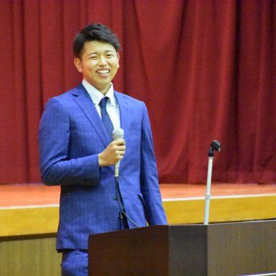 古い記事: 巨人ドラフト2位指名 太田龍投手 母校のれいめい高校を訪問